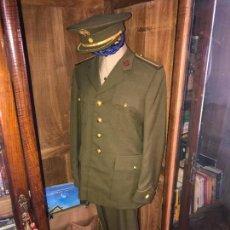 Militaria: UNIFORME COMANDANTE INTENDENCIA ÉPOCA DE FRANCO. Lote 92872350
