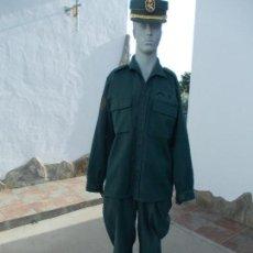 Militaria: UNIFORME DE LA GUARDIA CIVIL , GORRA, CHAQUETA . Lote 95038659