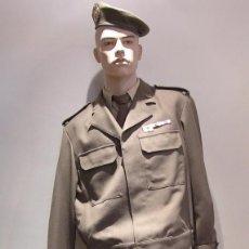 Militaria: UNIFORME DE COMANDANTE INTENDENCIA EJERCITO DE TIERRA ÉPOCA JCI. Lote 96999807