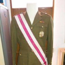 Militaria: UNIFORME DE CORONEL FRANQUISTA+CONDECORACIONES, EPOCA MONARQUIA. Lote 102279415