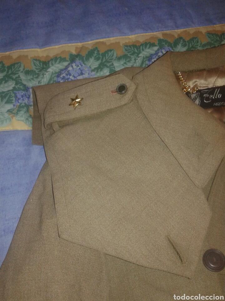 Militaria: GABARDINA DE ALFEREZ PROVISIONAL AÑOS 50 PERTENECIA A SANIDAD MILITAR - Foto 2 - 104723903