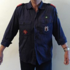 Militaria: CAMISA AZUL O.J.E. DE LA PRIMERA ÉPOCA. EN PERFECTO ESTADO. Lote 84314568