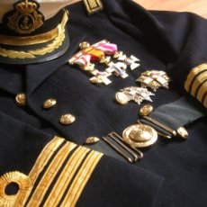 Militaria: LEVITA Y GORRA DE CAPITAN DE NAVIO DE LA ARMADA ESPAÑOLA. EPOCA DE LA TRANSICIÓN. Lote 108796927