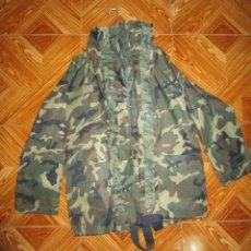 Militaria: TRAJE DE INTEMPERIE DEL EJERCITO DE TIERRA. Lote 109544727