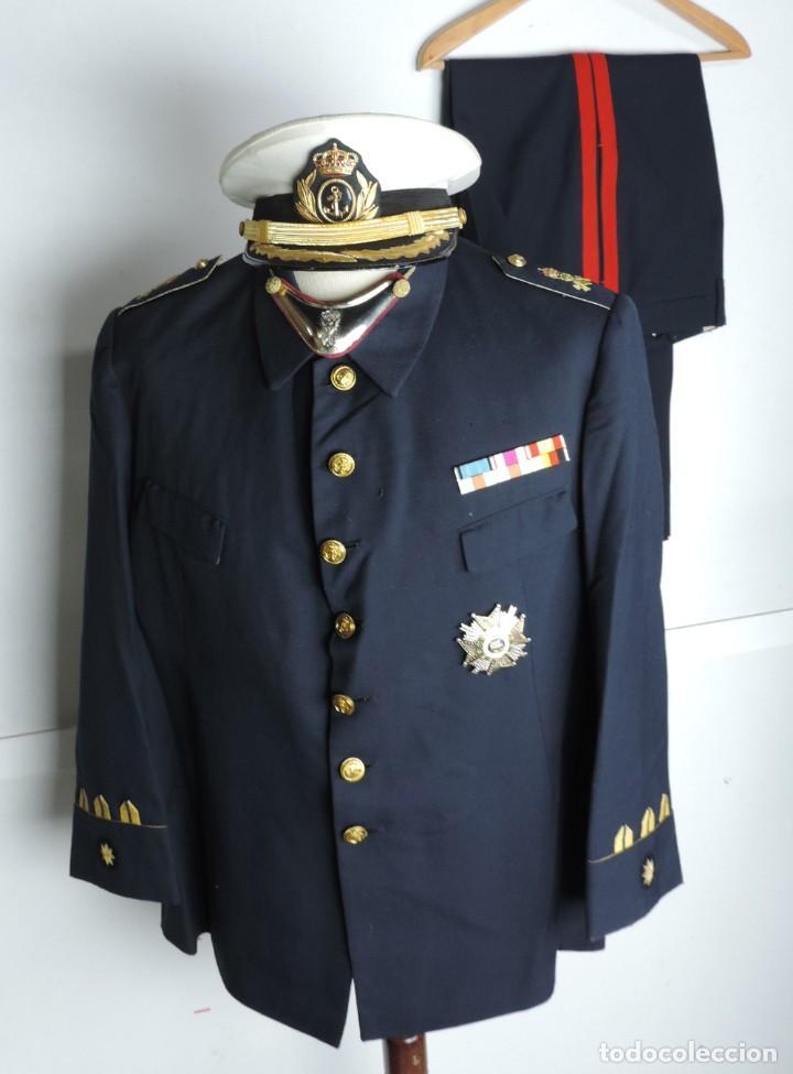 Militaria: Uniforme de comandante de Infantería de marina, Chaqueta, Gola, cinturon, gorra, pantalón, placa de - Foto 3 - 110193351