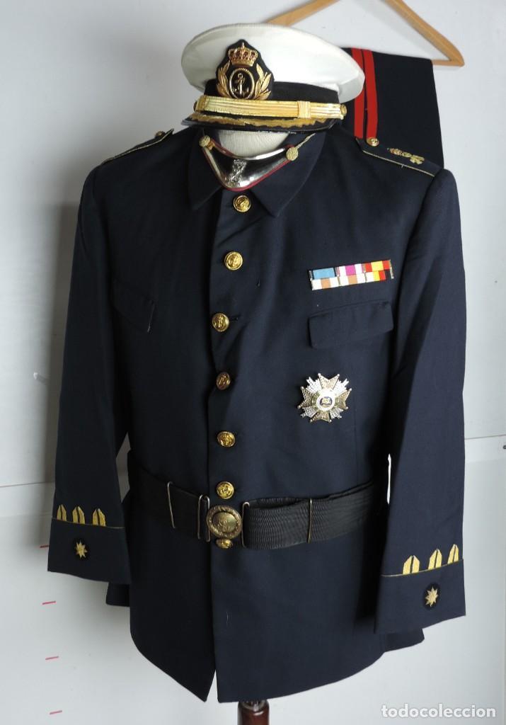 Militaria: Uniforme de comandante de Infantería de marina, Chaqueta, Gola, cinturon, gorra, pantalón, placa de - Foto 17 - 110193351