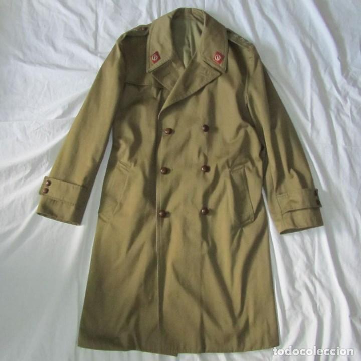 Militaria: Gabardina de Capitán Judicial Ejército de Tierra - Foto 2 - 119468415