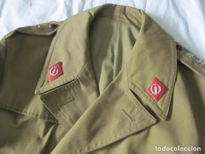 Militaria: Gabardina de Capitán Judicial Ejército de Tierra - Foto 3 - 119468415