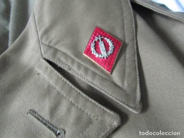 Militaria: Gabardina de Capitán Judicial Ejército de Tierra - Foto 4 - 119468415