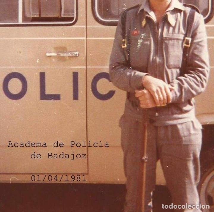 Militaria: Curiosa guerrera de academia policia nacional - bolsillos con cremallera - Ver foto de un policia - Foto 5 - 122703787
