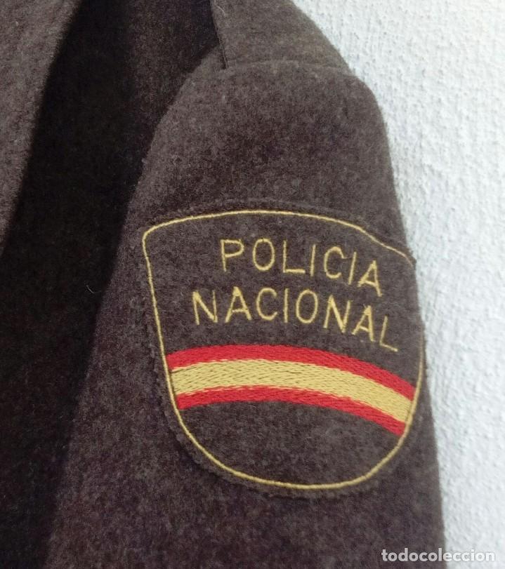 Militaria: Chaquetón Policía Nacional, tabardo marrones, m1979, 2/4 maderos. T48 - Foto 4 - 123046607