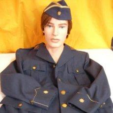 Militaria: CHAQUETA Y GORRA OFICIAL DEL EJERCITO DEL AIRE. Lote 124697915