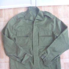 Militaria: CAMISOLA DEL EJERCITO ESPAÑOL VERDE OLIVA , CON CODERAS . NUEVA SIN USAR.. Lote 130597082