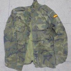 Militaria: CAMISA DE UNIFORME MILITAR. CAMUFLAJE. CON BANDERA ESPAÑA EN EL BRAZO. TALLA 2C. LA DE LA FOTO. Lote 131896078