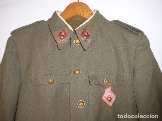 ANTIGUA GUERRERA DE ARTILLERIA FRANQUISTA, ORIGINAL, REGLAMENTO 1943 DE FRANCO. CON SU PEPITO. (Militar - Uniformes Españoles )