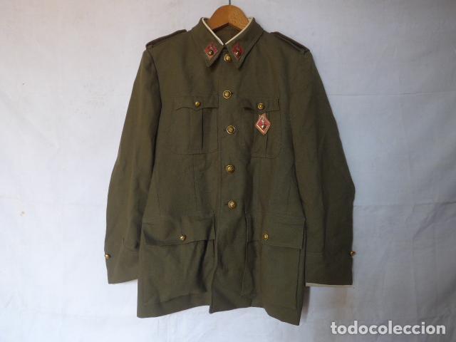 Militaria: Antigua guerrera de artilleria franquista, original, reglamento 1943 de Franco. Con su pepito. - Foto 2 - 131992510