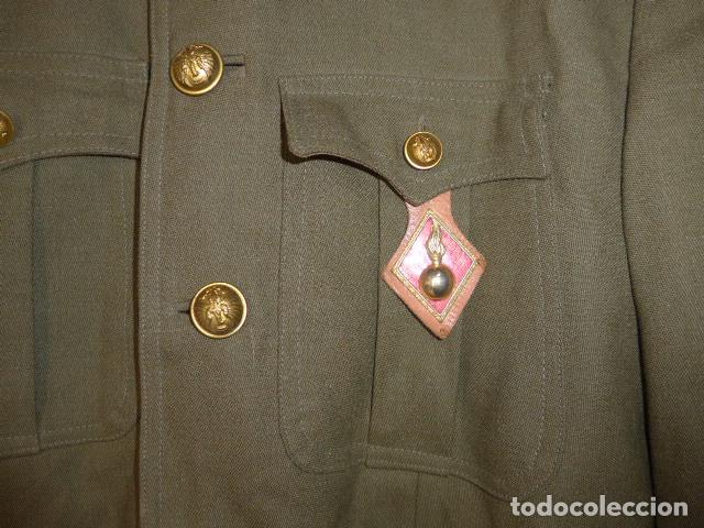 Militaria: Antigua guerrera de artilleria franquista, original, reglamento 1943 de Franco. Con su pepito. - Foto 5 - 131992510