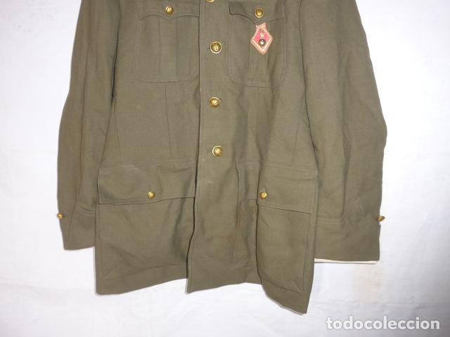Militaria: Antigua guerrera de artilleria franquista, original, reglamento 1943 de Franco. Con su pepito. - Foto 6 - 131992510