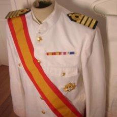 Militaria: UNIFORME COMPLETO BLANCO DE CAPITAN DE NAVIO DE LA ARMADA ESPAÑOLA. GUERRERA, PANTALON, ZAPATOS.. Lote 132124218