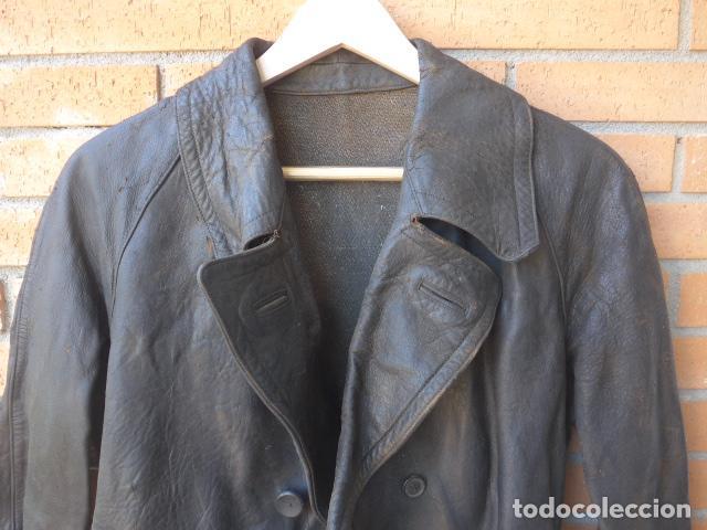 Militaria: * Antiguo abrigo o chaqueta de cuero militar, de guerra civil, con su cinturon, original. ZX - Foto 2 - 134815602