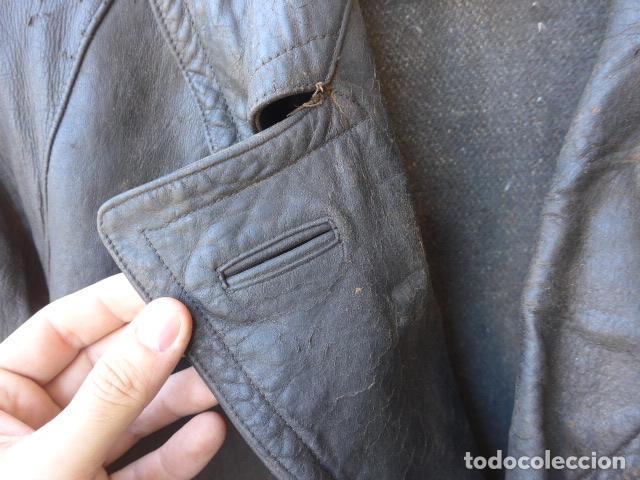 Militaria: * Antiguo abrigo o chaqueta de cuero militar, de guerra civil, con su cinturon, original. ZX - Foto 3 - 134815602