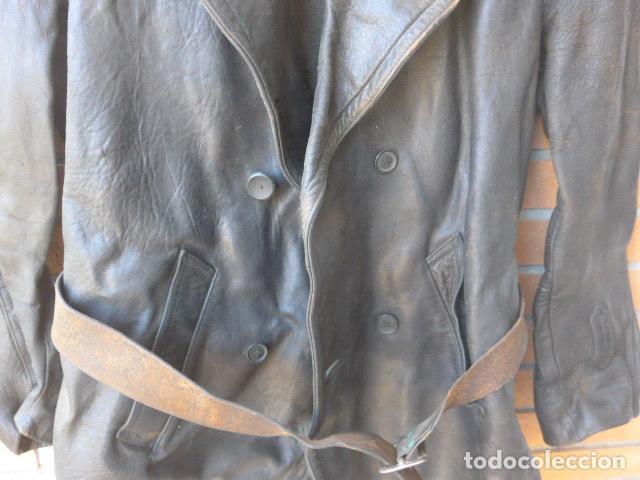 Militaria: * Antiguo abrigo o chaqueta de cuero militar, de guerra civil, con su cinturon, original. ZX - Foto 4 - 134815602