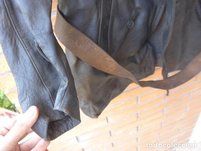 Militaria: * Antiguo abrigo o chaqueta de cuero militar, de guerra civil, con su cinturon, original. ZX - Foto 5 - 134815602