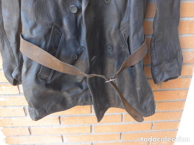 Militaria: * Antiguo abrigo o chaqueta de cuero militar, de guerra civil, con su cinturon, original. ZX - Foto 6 - 134815602