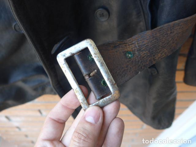 Militaria: * Antiguo abrigo o chaqueta de cuero militar, de guerra civil, con su cinturon, original. ZX - Foto 10 - 134815602