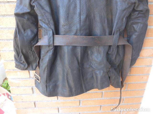 Militaria: * Antiguo abrigo o chaqueta de cuero militar, de guerra civil, con su cinturon, original. ZX - Foto 17 - 134815602