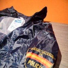 Militaria: CHUBASQUERO COMPLETO POLICÍA NACIONAL DESCATALOGADO. Lote 136613338