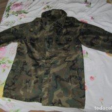 Militaria: UNIFORME EJERCITO DE TIERRA - 2 PARKAS Y 2 CAMISOLAS. Lote 140405562