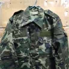 Militaria: UNIFORME ACOLCHADO BOSCOSO PARA FRÍO AÑO 2002 T-3L. Lote 147510481