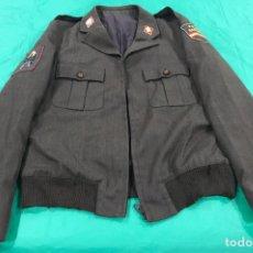 Militaria: GUERRERA MARRÓN DE LA POLICIA NACIONAL. Lote 150740608