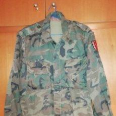 Militaria: CAMISA UNIFORME MILITAR DIVISION DE MONTAÑA URGEL IV ESPAÑA CUARTEL SEU URGELL. Lote 151451678