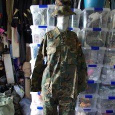 Militaria: UNIFORME MILITAR NUEVO EJERCITO ESPAÑOL CHAQUETA ,PANTALON Y CHAMBERGO. Lote 158537334