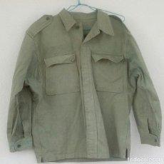 Militaria: CAMISOLA VERDE SARGA BRIPAC, M67, BRIGADA PARACAIDISTA, AÑOS 70. CTI MADRID.. Lote 159395642