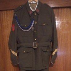 Militaria: UNIFORME SARGENTO MILICIAS UNIVERSITARIAS DE 1970. Lote 161271006