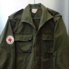 Militaria: CAMISOLA M82 CRUZ ROJA. GUERRERA TROPAS DE SOCORRO, AÑOS 80. CHAQUETA SANITARIO VERDE OLIVA M-82. Lote 163570122