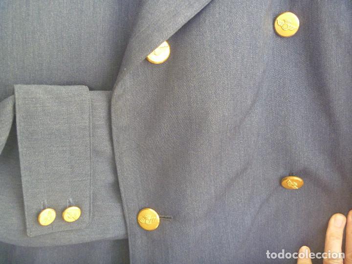 Militaria: EJERCITO DEL AIRE : ENORME GABARDINA DE COMANDANTE AVIACION. EPOCA DE FRANCO - Foto 2 - 167579320
