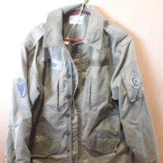 Militaria: 2/4 VERDE DE PARACAS, AÑOS 80, 52 CM DE HOMBRO A HOMBRO. Lote 169284392