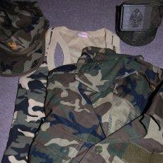 Militaria: LOTE MILITAR CAMISA BOSCOSA CAMISETA GORRA Y CINTURON MIMETIZADO. Lote 170346168
