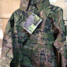 Militaria: TRAJE DE TORMENTA EJÉRCITO PIXELADO BOSCOSO T-XL NUEVO. Lote 192591238