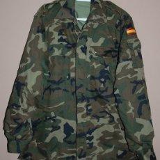 Militaria: CAMISOLA ENGUATADA INVIERNO MIMETIZADA EJERCITO DE TIERRA AÑOS 2000 TALLA 2 L. Lote 180420358