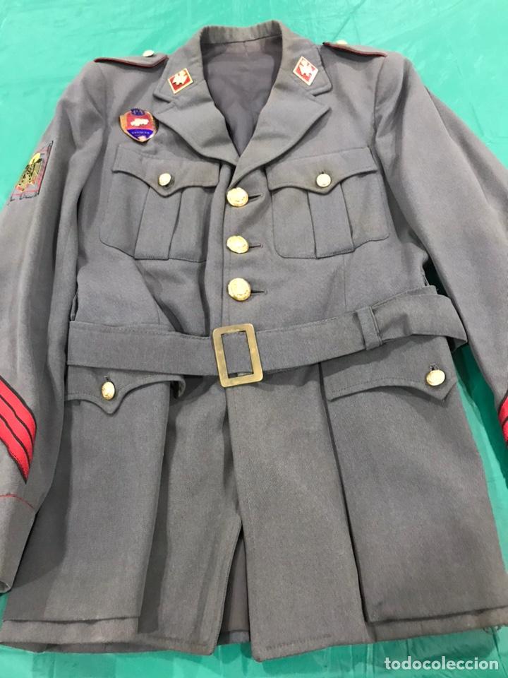GUERRERA POLICÍA ARMADA CON PLACA DE PECHO BANDERA MÓVIL (Militar - Uniformes Españoles )
