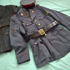Militaria: POLICIA ARMADA..GUERRERA , GORRA ,CORREAJES , CHAQUETON ....EPOCA FRANCO.. Lote 49637851