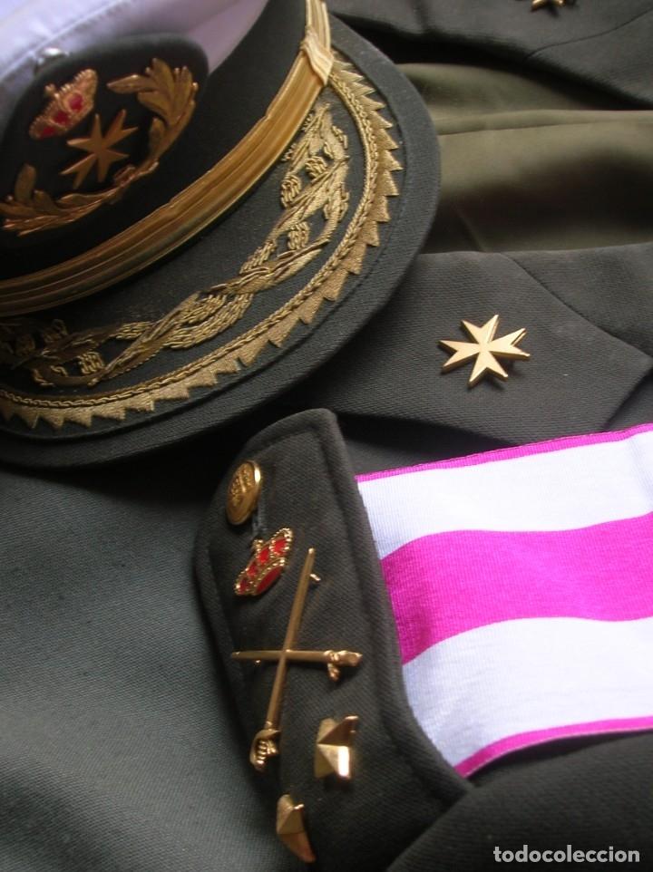 MUY RARO Y ESCASO UNIFORME COMPLETO DE GENERAL DE DIVISIÓN DE SANIDAD. (Militar - Uniformes Españoles )
