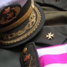 Militaria: MUY RARO Y ESCASO UNIFORME COMPLETO DE GENERAL DE DIVISIÓN DE SANIDAD.. Lote 182769698