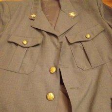 Militaria: CHAQUETA DE CARTERO DE CORREOS AÑOS 70. Lote 183588328