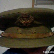 Militaria: TENIENTE EJERCITO TIERRA ESPAÑOL GORRA PLATO GORRO EPOCA FRANCO. Lote 183798997
